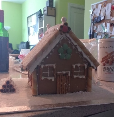 gingerbread house cake decorating